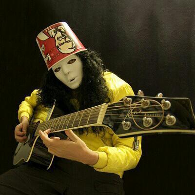 【头上戴肯德基全家桶的男人】迷之吉他
