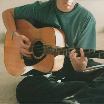 弹吉他的男孩 - 网易云音乐