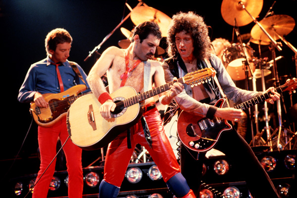 上裸体围裙更�9����9.��i�_这次皇后乐队也被推举参赛,献上了1984年单曲《i want to break free